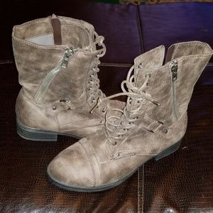 👏CLEARANCE SALE!!👏 RAMPAGE Boots - Sz. 11